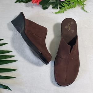 Clarks Brown Leather Clogs size 9